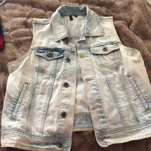 A four pocket sleeveless vest
